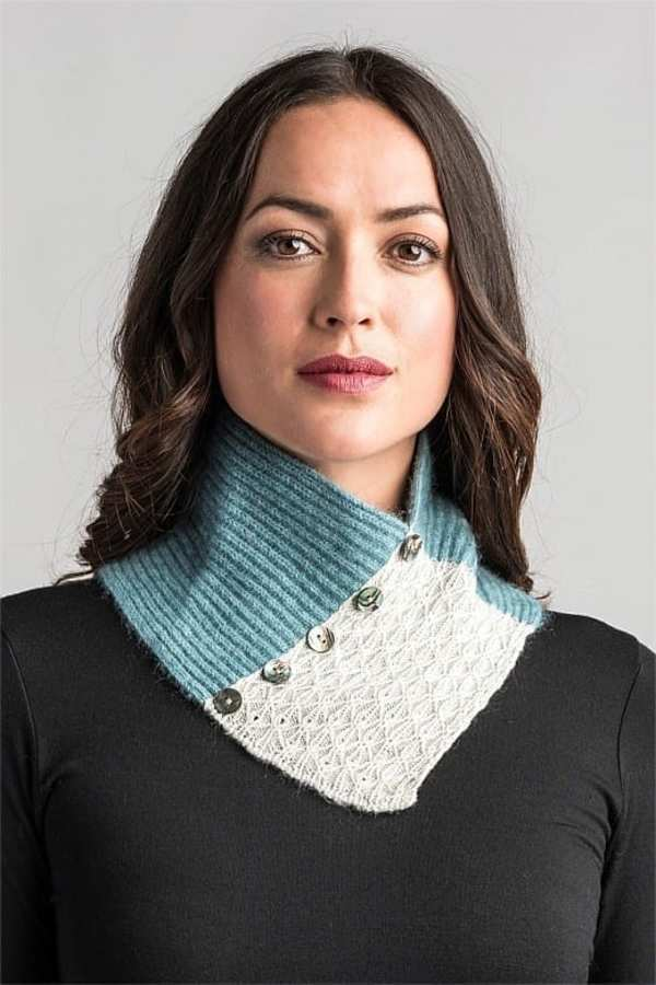 Lace Neck Warmer Mist